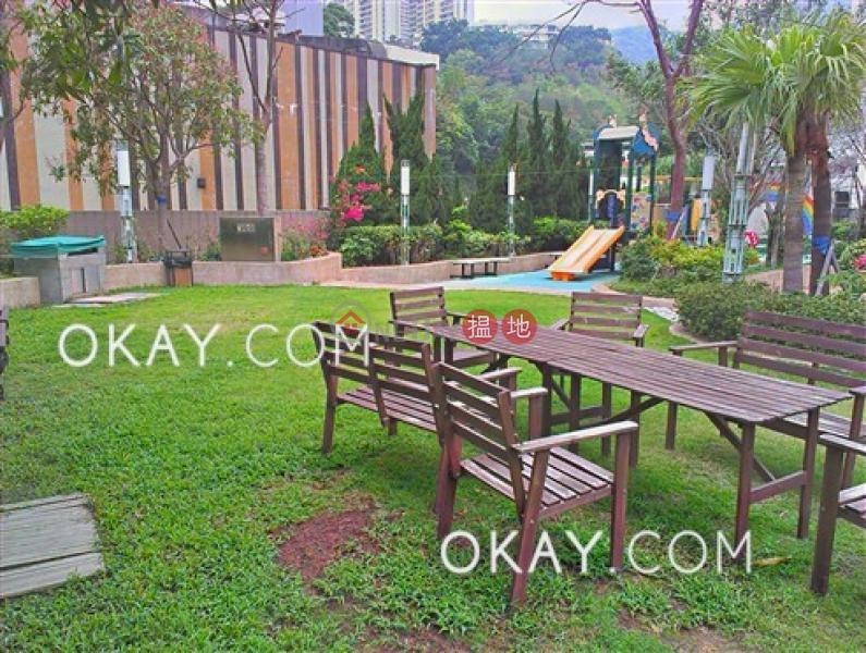 HK$ 19,000/ month | POKFULAM TERRACE Western District, Cozy 2 bedroom with balcony | Rental