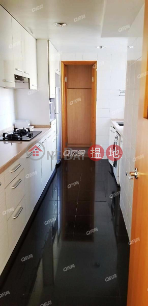 HK$ 36M | The Waterfront Phase 2 Tower 6 | Yau Tsim Mong The Waterfront Phase 2 Tower 6 | 3 bedroom Mid Floor Flat for Sale