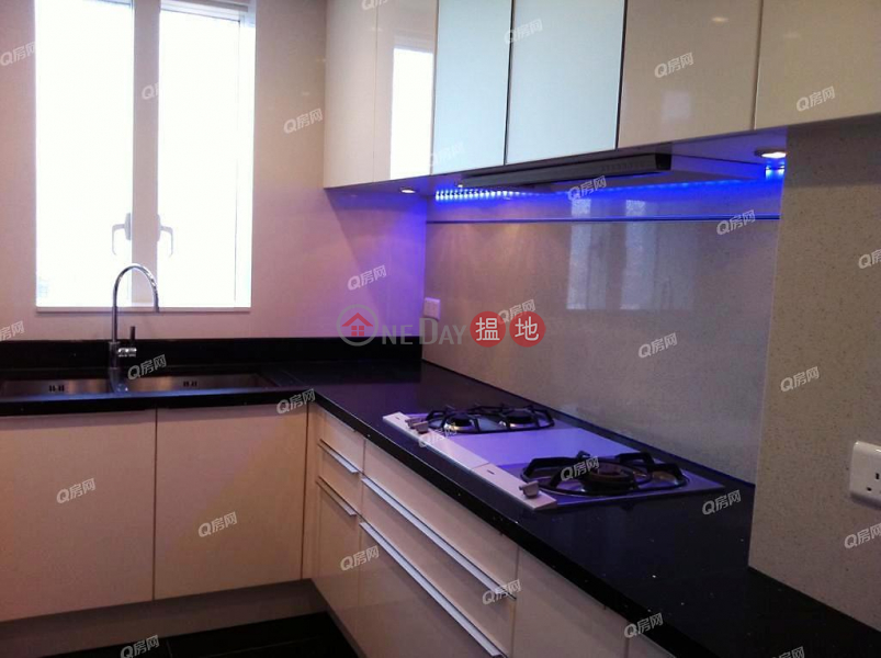 HK$ 28M, The Masterpiece   Yau Tsim Mong The Masterpiece   2 bedroom Mid Floor Flat for Sale