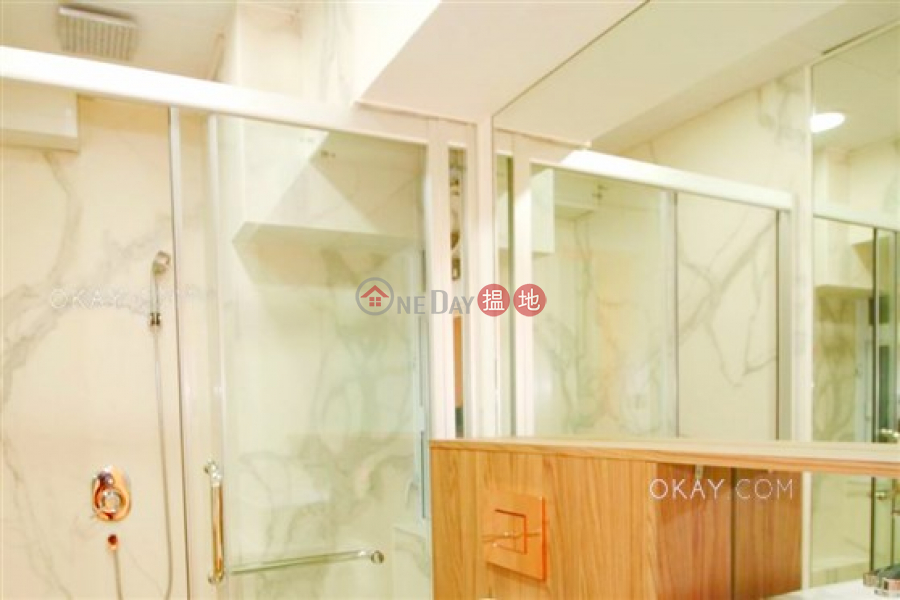 Luxurious 1 bedroom with balcony | Rental | Yu Hing Mansion 餘慶大廈 Rental Listings