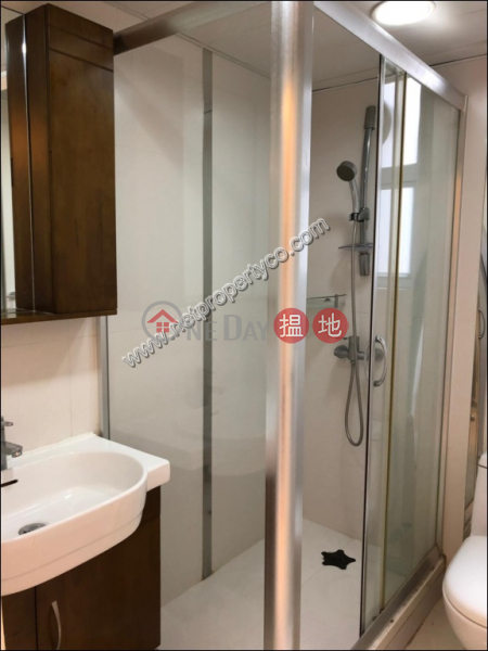 HK$ 29,800/ month Chee On Building Wan Chai District | Seaview Apartment for Rent