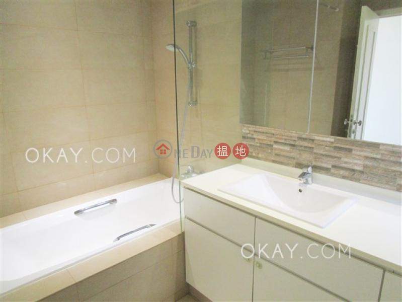 HK$ 65,000/ month | POKFULAM COURT, 94Pok Fu Lam Road | Western District Efficient 3 bedroom with balcony & parking | Rental