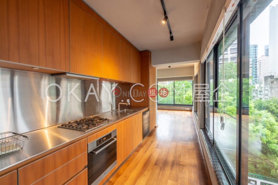 Gorgeous 2 bedroom in Sheung Wan   For Sale   Kwai Hoi Lau 季愷樓 Sales Listings