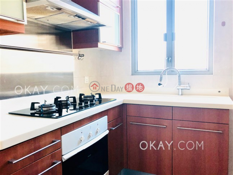 Nicely kept 3 bedroom with balcony | Rental | Parc Palais Tower 7 君頤峰7座 Rental Listings