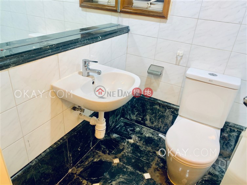 Tasteful 2 bedroom on high floor with sea views | For Sale | Island Place 港運城 Sales Listings
