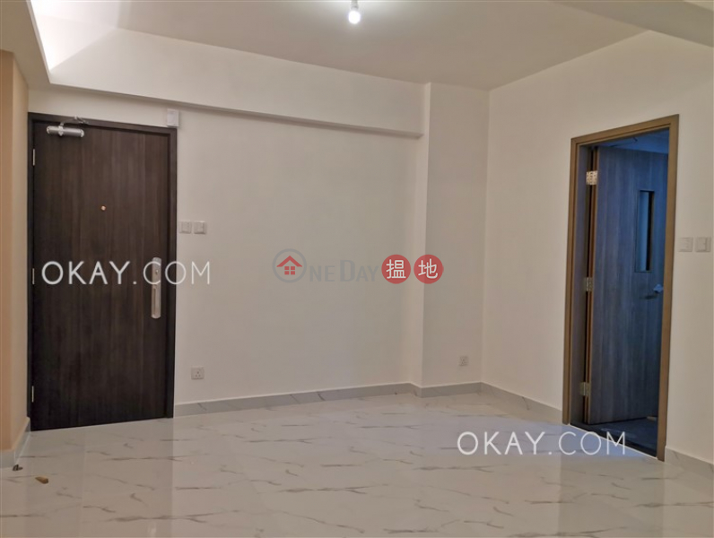 Generous 2 bedroom with balcony | Rental, Vienna Mansion 華納大廈 Rental Listings | Wan Chai District (OKAY-R179296)