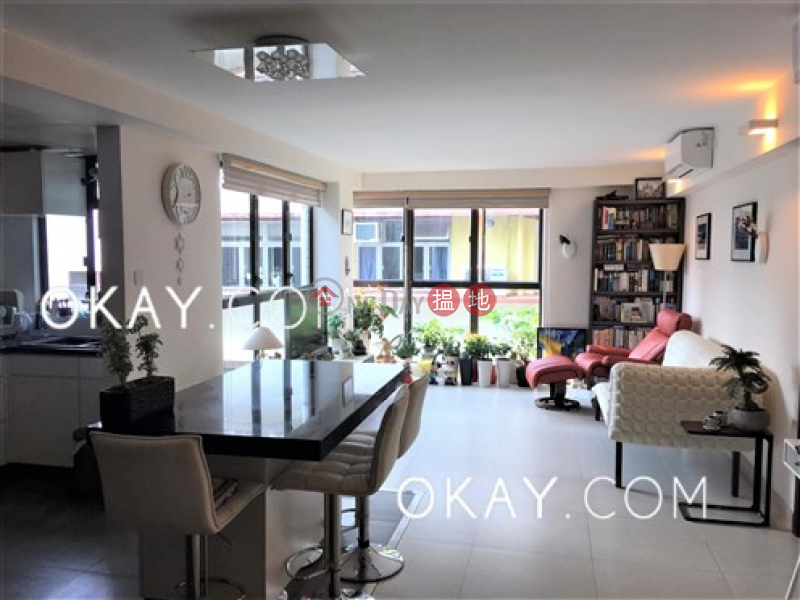 Luxurious 3 bedroom with parking | For Sale | Crescent Heights 月陶居 Sales Listings
