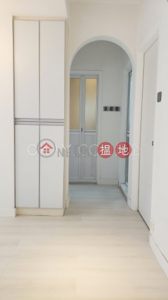 Tasteful 2 bedroom in Mid-levels West | Rental | Wah Hing Industrial Mansions 華興工業大廈 Rental Listings