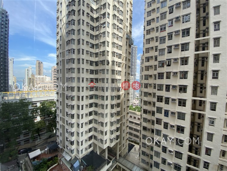 HK$ 10M, Emerald House (Block 2) Western District Generous 1 bedroom with balcony   For Sale