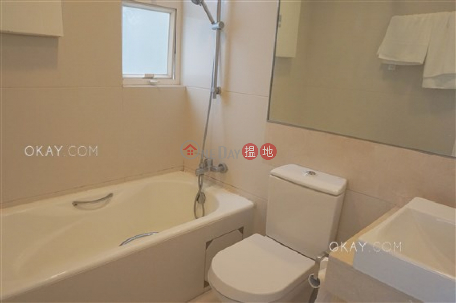 HK$ 25,000/ month The Icon | Western District, Tasteful 1 bedroom on high floor with balcony | Rental