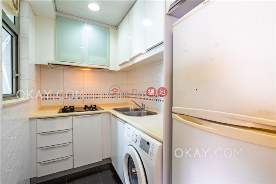 HK$ 34,000/ month, The Merton, Western District | Nicely kept 3 bed on high floor with harbour views | Rental