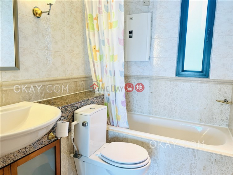 Elegant 3 bed on high floor with sea views & balcony | Rental | University Heights Block 2 翰林軒2座 Rental Listings