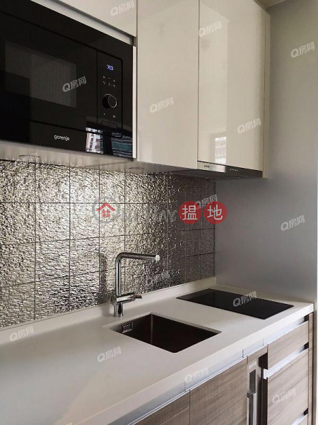 HK$ 15,500/ month AVA 128, Western District AVA 128 | Low Floor Flat for Rent