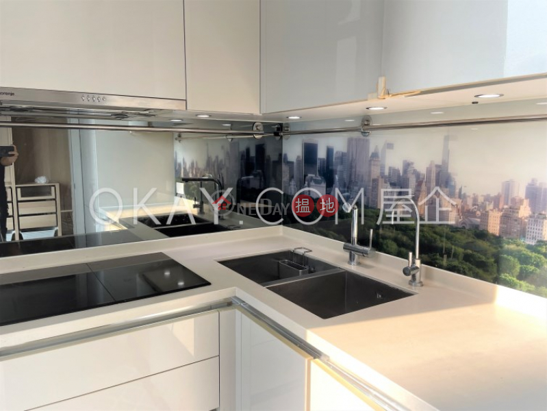 HK$ 18.6M, The Warren, Wan Chai District Tasteful 2 bed on high floor with sea views & balcony   For Sale