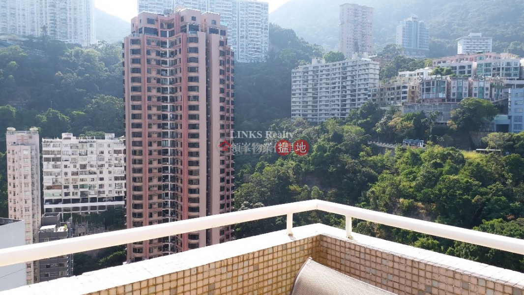 HK$ 13M | Panny Court Wan Chai District, Mountain & Racecourse View with Private Rooftop