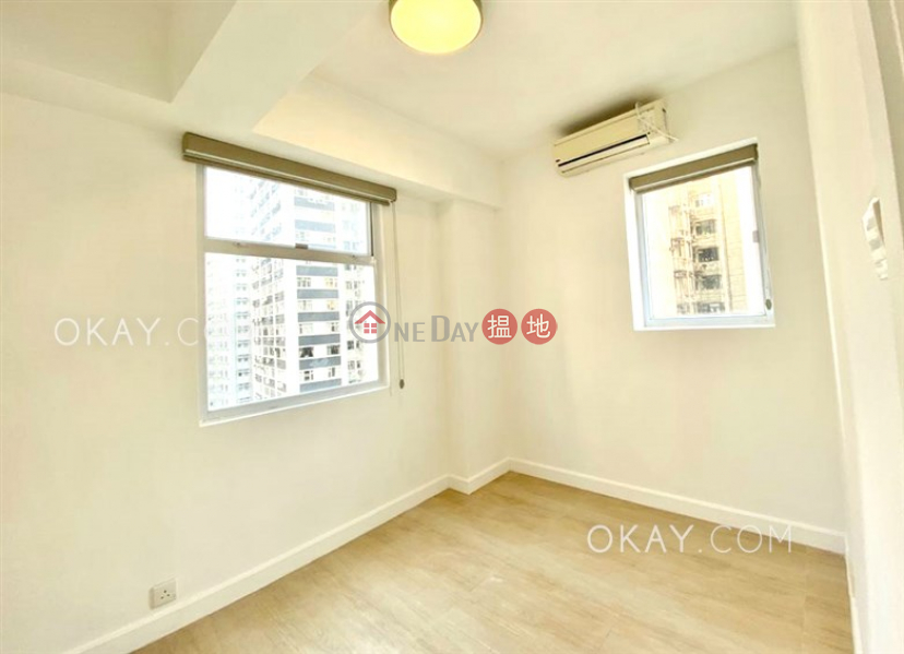 HK$ 9M, Yee Fat Mansion Wan Chai District Generous 2 bedroom on high floor | For Sale