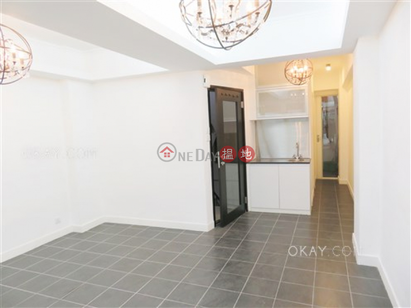 HK$ 8.5M | 42 Aberdeen Street, Central District, Practical with terrace & balcony | For Sale